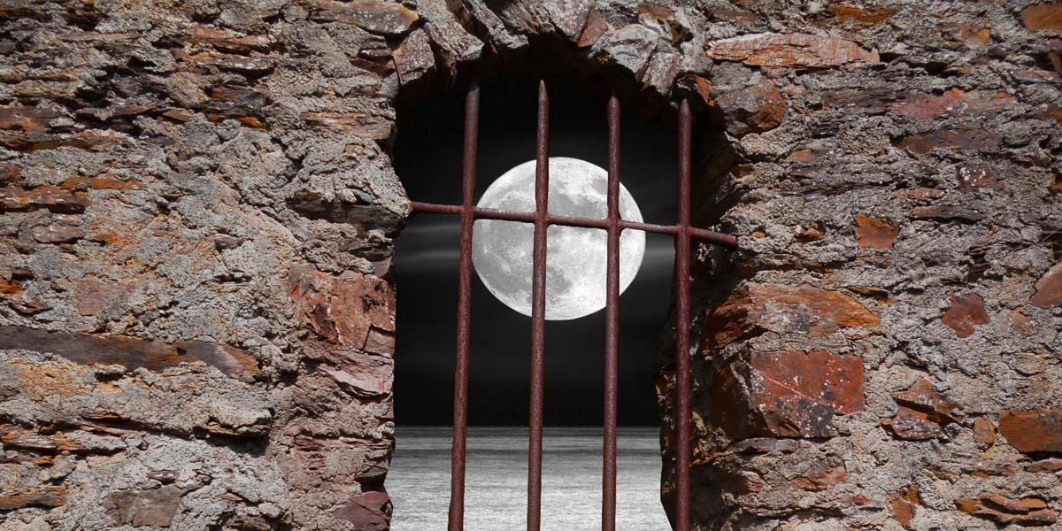 Mond im Fenster - Achtsamkeit4life